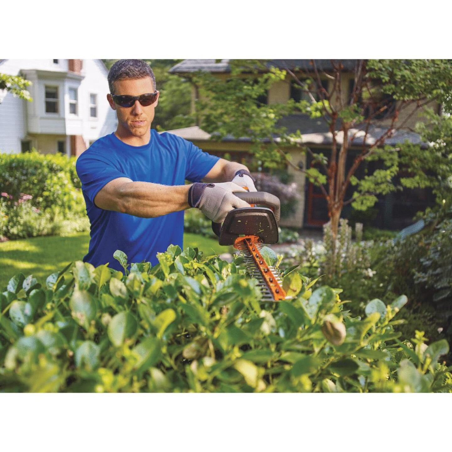 Black & Decker PowerCut 22 In. 20V Lithium Ion Cordless Hedge Trimmer Image 2