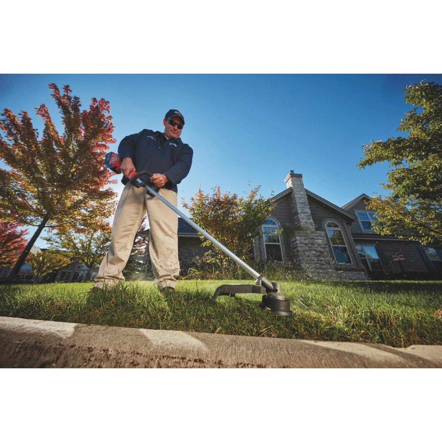 Milwaukee M18 FUEL 18V 16 In. Lithium-Ion Straight Cordless String Trimmer Image 2